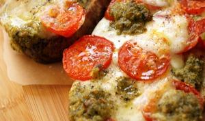 Bruschetta mozzarella, tomates cerise & pesto