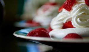 Mini pavlova fraise et rhubarbe