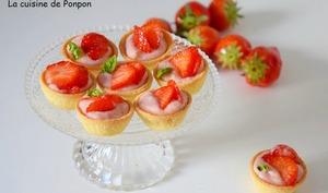 Tartelettes de fraises sur un lit de ganache au chocolat blanc coco et gingembre