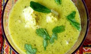 Curry de poissons à la mangue, coriandre et menthe fraîches