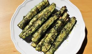 « Frites » de courgettes rôties aux herbes