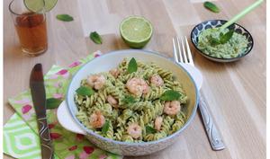 Fusili saveur mojito : pesto citron vert, menthe et crevettes flambées au rhum