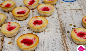 Mini-cheesecakes cuits à la vanille et aux framboises