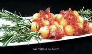 Brochette de melon et bresaola au romarin