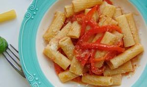 Pâtes aux poivrons, anchois et tomates