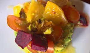 Salade de betterave et avocats, vinaigrette à l'orange