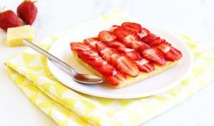 Fondant au citron et son lit de fraises