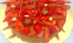 Tarte rhubarbe fraise et amande