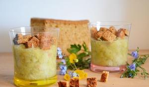 Compotée de rhubarbe au gingembre, croûtons de pain d'épice