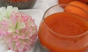 Chia pudding coco et sa compotée d'abricots romarin, bio