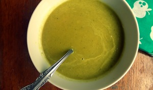 Soupe verte douce et épicée thaï