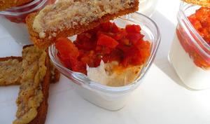 Verrines crème de poulet au parmesan, poivron et tomates
