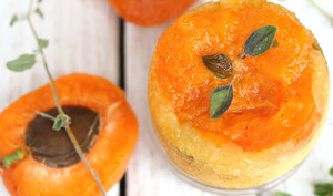 Mini-cake renversé aux abricots parfumés à la marjolaine