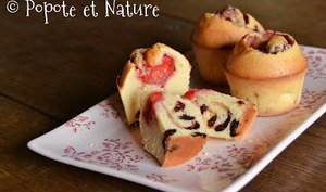 Petits cakes aux fraises fraîches et aux cranberries