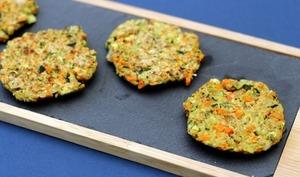 Galettes végan aux flocons d'avoine, courgette et carotte