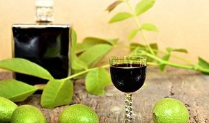 Vin apéritif aux noix vertes