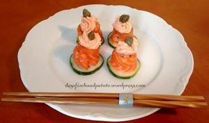 Le saumon comme un tartare flambant