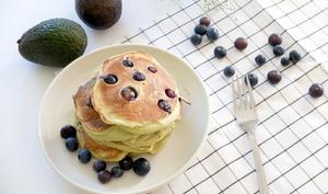 Pancakes avocat myrtilles