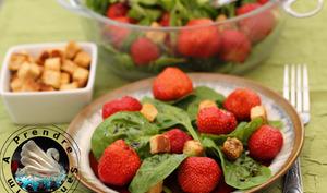 Salade 3 ingrédients épinards, fraises et croûtons chèvre Tipiak
