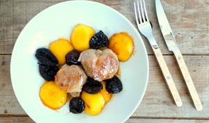 Tournedos de filet mignon de porc aux nectarines et aux pruneaux