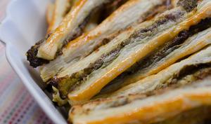 Bâtonnets feuilletés au pesto et aux anchois