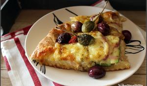 Pizza bianca courgettes olives et caprons