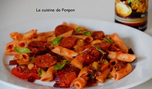 Penne, chorizo, courgette et fanes de betteraves rouges