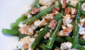 Salade de haricots verts, à la feta et aux noix de pécan