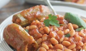 Courgettes farcies à la syrienne, sauce aux haricots blancs