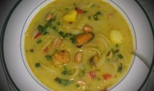 Soupe thaïe aux fruits de mer et au curry vert