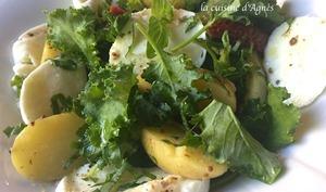 Salade de pommes de terre et pousses de kale à la moutarde