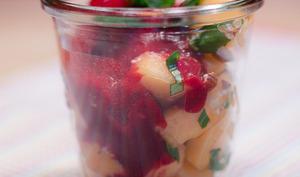 Verrine de melon aux noisettes et au basilic, arrosé d'un coulis de fruits rouges