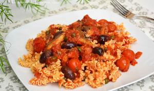 Pâtes lasagnette aux sardines portugaises, sauce aux tomates cerise, olives et câpres
