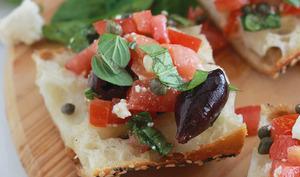 Tartines à la salade crétoise