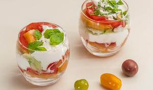 Verrines de tomate, melon, concombre et burrata