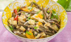 Salade aux aubergines, courgettes, tomates et haricots verts
