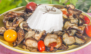 Légumes du soleil cuits au four accompagnés de ricotta
