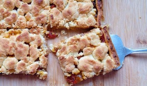 Tarte ratatouille tomates et noisettes façon crumble