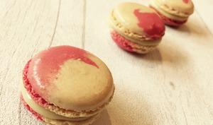 Macarons vanille et gelée de fruits rouges