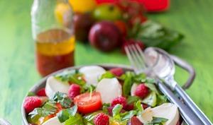 Salade tomates, mozzarella, framboises