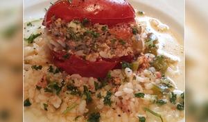 Tomate farcie et son riz en accompagnement