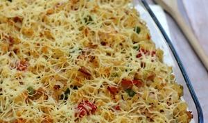 Gratin de pâtes au thon, poivron et tomates