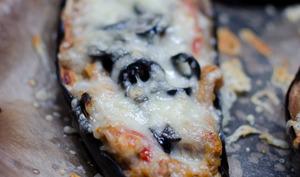 Aubergines farcies aux olives noires et aux champignons