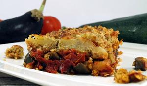 Crumble aubergines, courgettes, tomates et flocons d'avoine