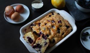 Gâteau moelleux aux myrtilles, citron et lait ribot