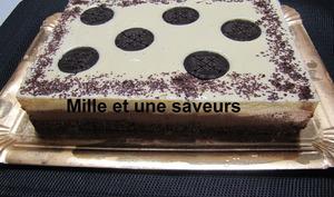 Entremet mousse vanille et mousse chocolat sur base biscuit oréo