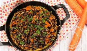 Wok de riz sauvage aux légumes, curry et lait de coco