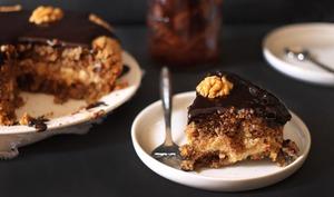 Gâteau moelleux aux noix, café et chocolat