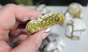 Biscuits craquelés au thé vert matcha