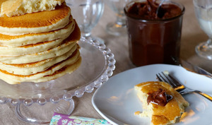 Pancake fromage frais ou pâte et pâte à tartiner chocolat